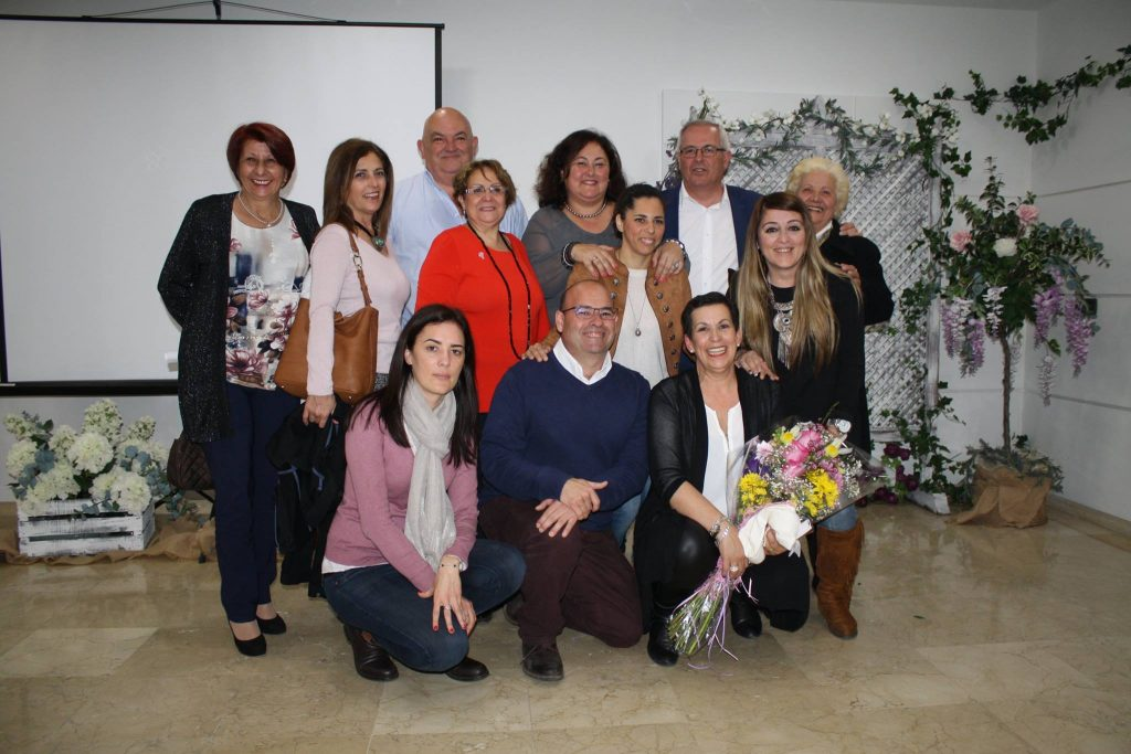 La ejecutiva de OSP con la homenajeada, María Tineo Morito, y la coordinadora del evento, Asunción Hernández